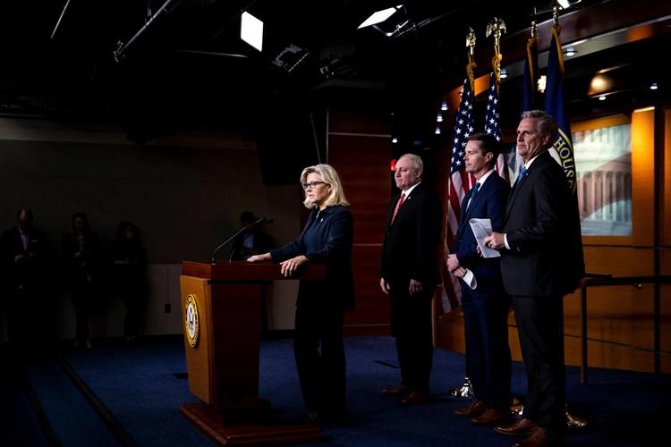Hạ nghị sĩ Cộng hòa bang Wyoming Liz Cheney (đứng đầu). Ảnh: NYTimes.