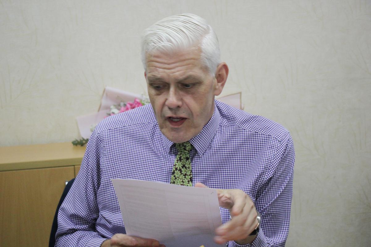 Thầy Christopher Jeffery nhận được hàng trăm câu hỏi về chương trình tuyển sinh, đào tạo và học bổng năm nay của trường BUV.