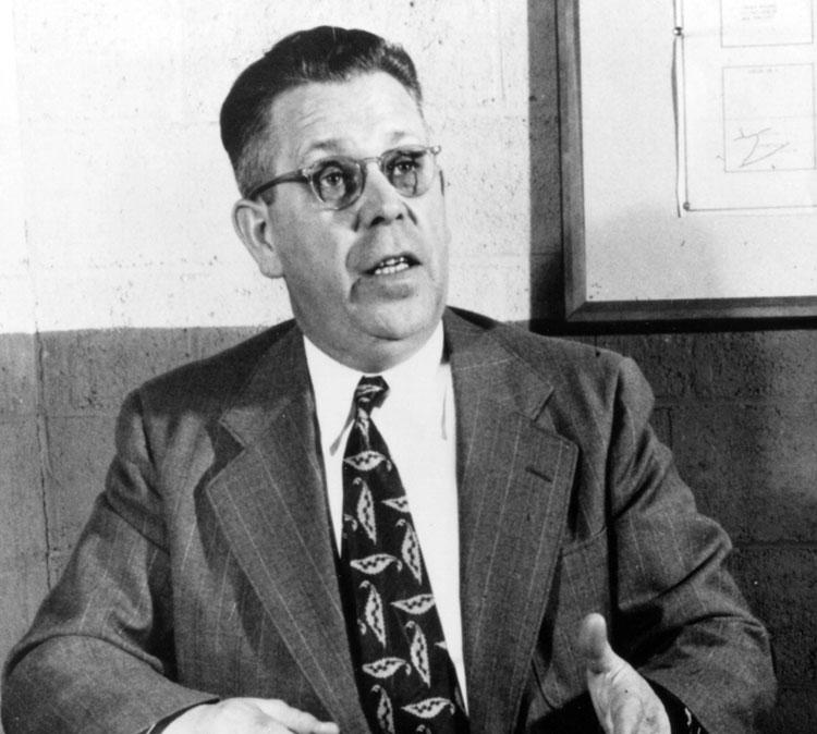Percy Spencer, cha đẻ của chiếc lò vi sóng. Ảnh: Mass Moment.