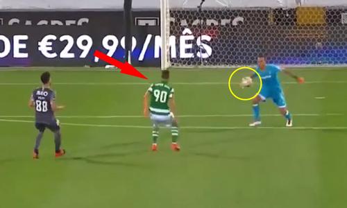 Thủ môn tặng bàn thắng cho đối thủ - 2