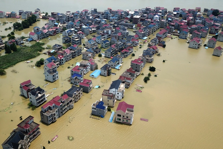 Thành phố Thượng Nhiêu, tỉnh Giang Tây, Trung Quốc ngập trong nước lũ ngày 17/7. Ảnh: Reuters.