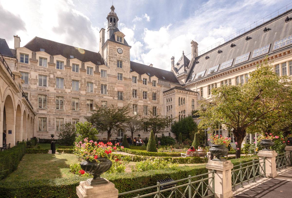 Một góc trường Lycee Louis-le-Grand trên đường phố Saint Saint Jacques ở Paris. Đây là trường trung học công lập tốt nhất ở Pháp. Ảnh: Louislegrand.