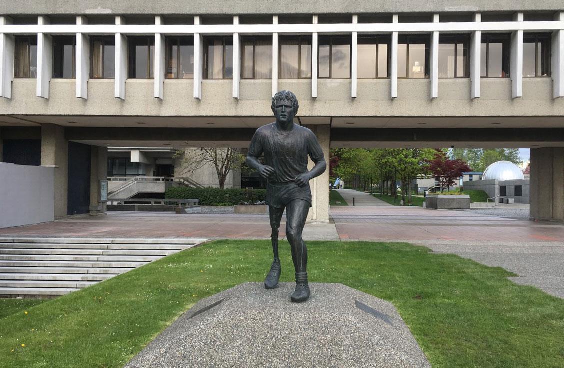 Tượng Terry Fox tại Đại học Simon Fraser (SFU). Ảnh: Nguyễn Đặng Anh Thi.