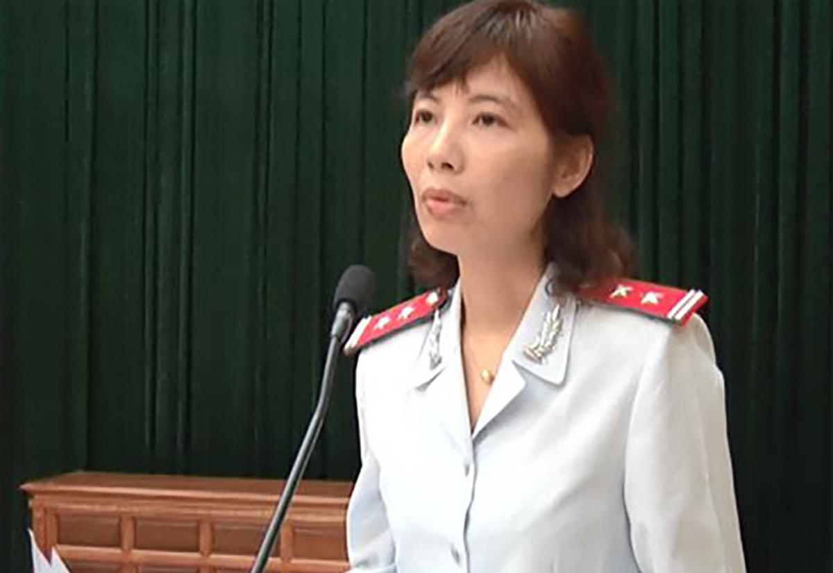 Bà Kim Anh công bố quyết định thanh tra tại huyện Vĩnh Tường. Ảnh: UBND huyện Vĩnh Tường