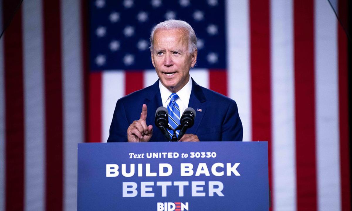 Cựu phó tổng thống Joe Biden trình bày kế hoạch tái thiết tại thành phố Wilmington, Delaware, hôm 14/7. Ảnh: NYTimes.