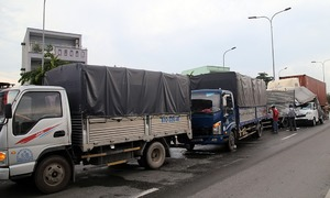 Hiện trường 6 ôtô tông liên hoàn ở Sài Gòn