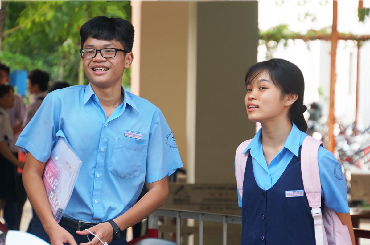 Thí sinh dự thi chuyên trường Trung học Thực hành (Đại học Sư phạm TP HCM) chiều 19/7. Ảnh: Mạnh Tùng.