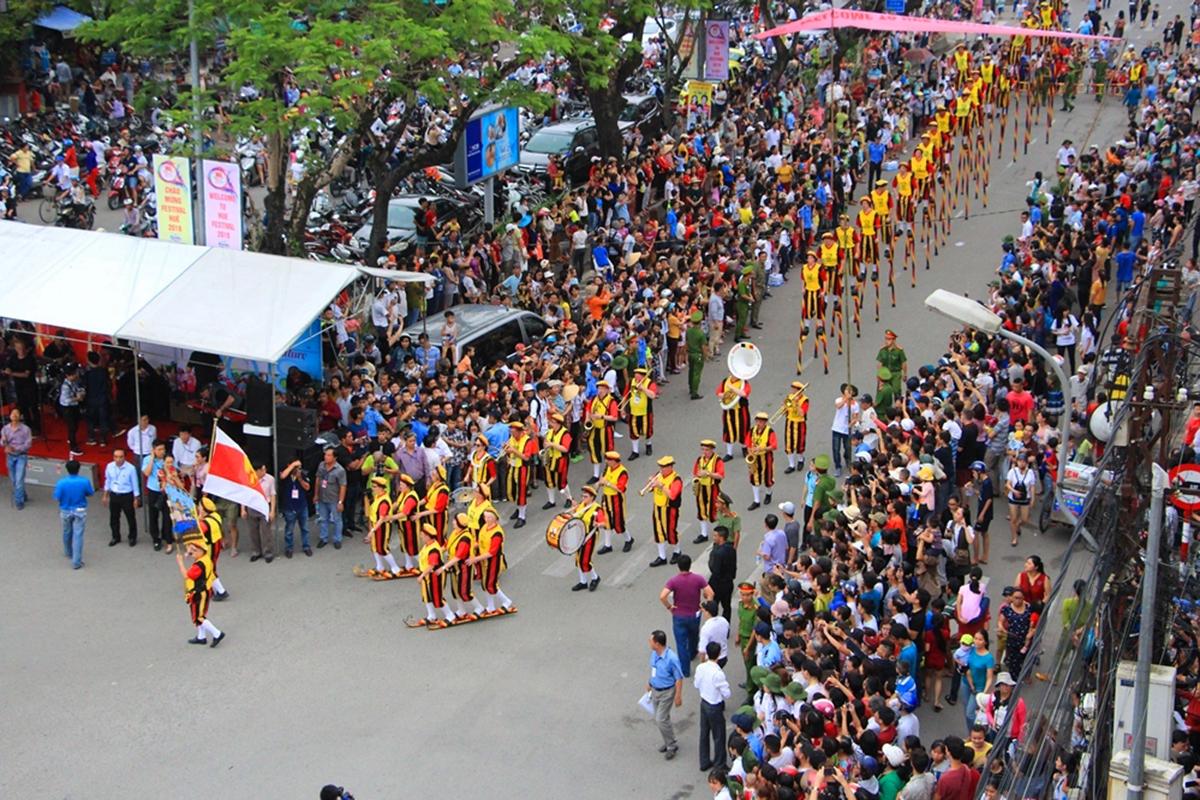 Lễ hội đường phố là một trong những chương trình chính tại Festival Huế. Ảnh: Võ Thạnh