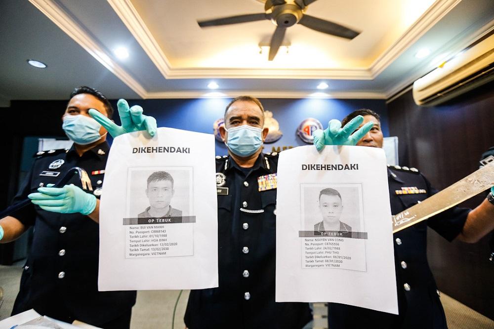 Cảnh sát huyện Seberang Prai Utara, bang Penang, Malaysia, công bố hai nghi phạm người Việt đang bị truy nã. Ảnh: Malay Mail
