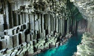 Hang động chứa vô số cột đá 60 triệu năm tuổi