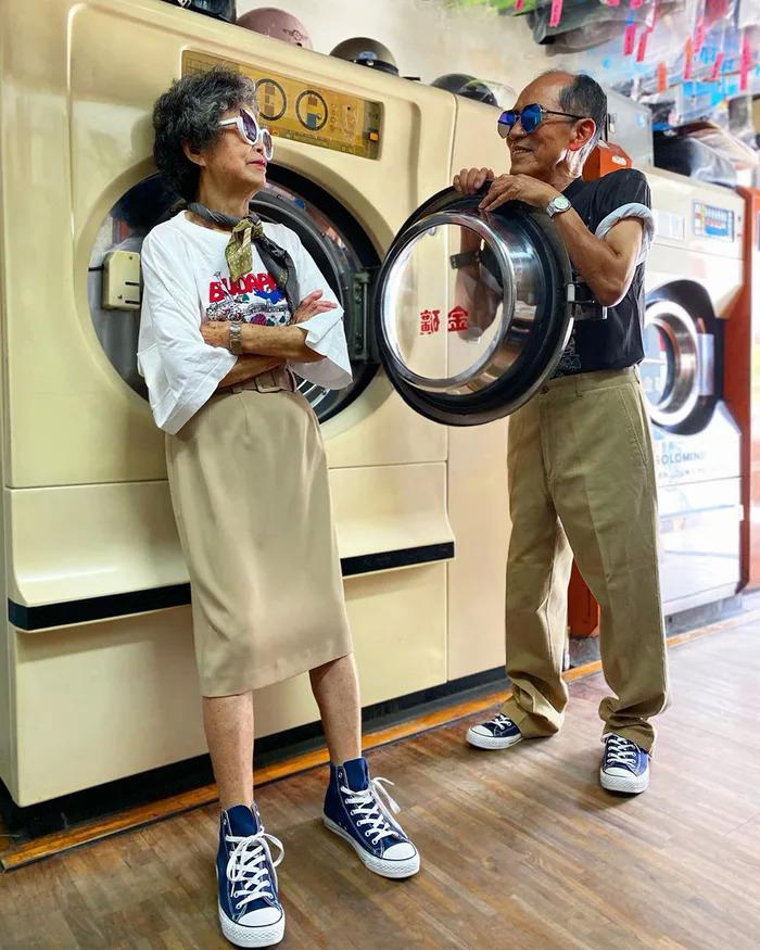Ông bà chủ tiệm giặt ủi trở thành biểu tượng thời trang