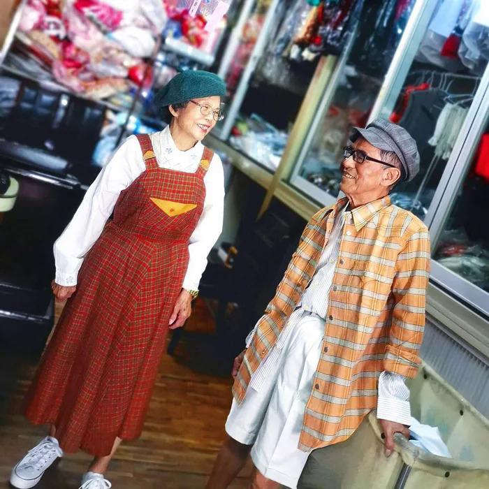 Ông bà chủ tiệm giặt ủi trở thành biểu tượng thời trang - 12