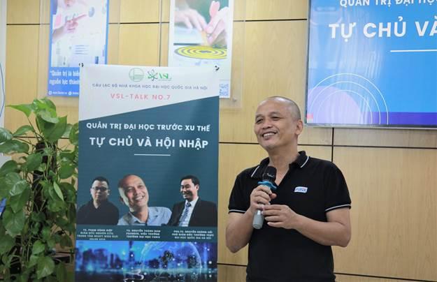 Tiến sĩ Nguyễn Thành Nam chia sẻ câu chuyện của nhiều nền giáo dục trên thế giới.