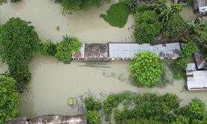 Bangladesh ngập trong nước lũ