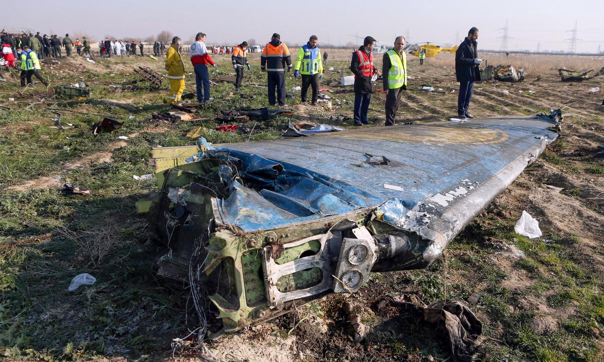 Mảnh vỡ máy bay Ukraine sau vụ bắn nhầm ngày 8/1. Ảnh: AFP.