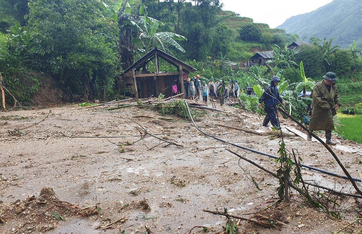 Hiện trường ngôi nhà bị vùi lấp ở xã Bản Nhùng, huyện Hoàng Su Phì, Hà Giang. Ảnh: Quang Vinh.