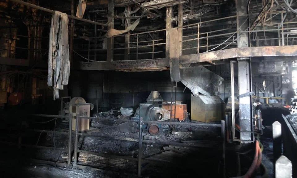 Một khoang tàu bị hư hỏng trên USS Bonhomme Richard sau vụ cháy. Ảnh: US Navy.