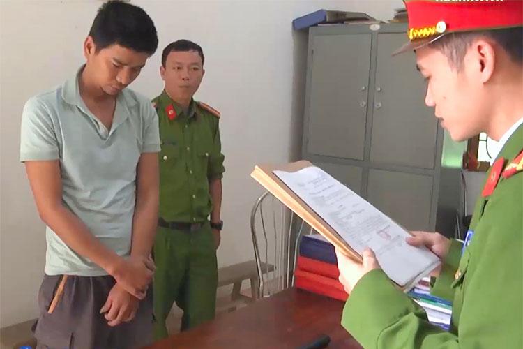 Bị cáo Lựu (bên trái) thời điểm bị bắt. Ảnh: Gia Hân