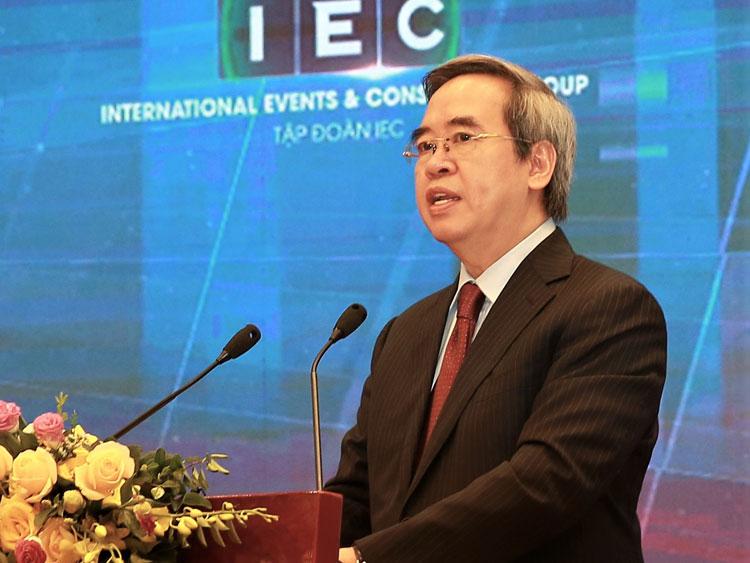 Ông Nguyễn Văn Bình phát biểu tại Diễn đàn sáng 22/. Ảnh: NX