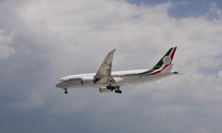 Chuyên cơ tổng thống Mexico chuẩn bị hạ cánh tại sân bay quốc tế Benito Juarez ở thủ đô Mexico City hôm 22/7. Ảnh: Reuters.