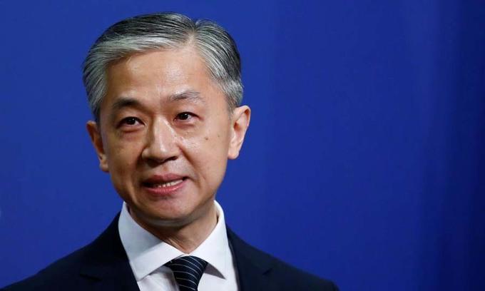 Phát ngôn viên Bộ Ngoại giao Trung Quốc Vương Văn Bân trong cuộc họp báo tại Bắc Kinh hôm 17/7. Ảnh: Reuters.
