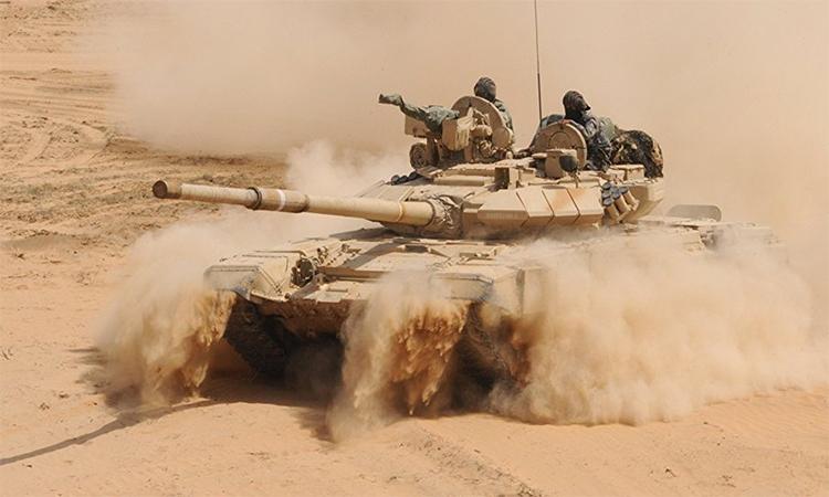 Xe tăng T-90 của Ấn Độ tham gia cuộc diễn tập tại Hanumangarh, gần biên giới với Pakistan, năm 2012. Ảnh: AFP.