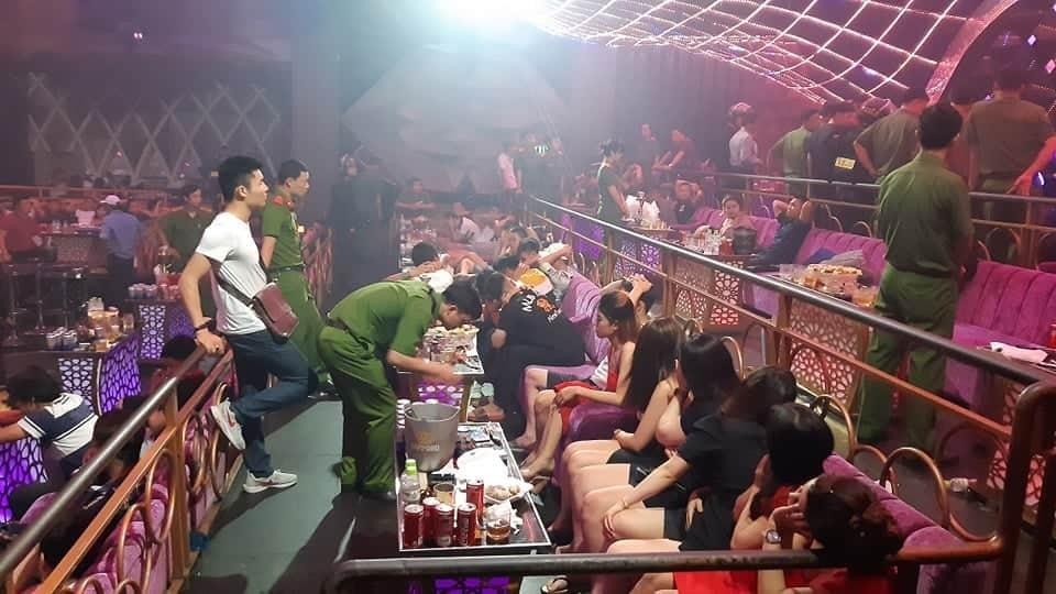 Quán bar bị đột kích sáng 19/7. Ảnh: Thái Hà