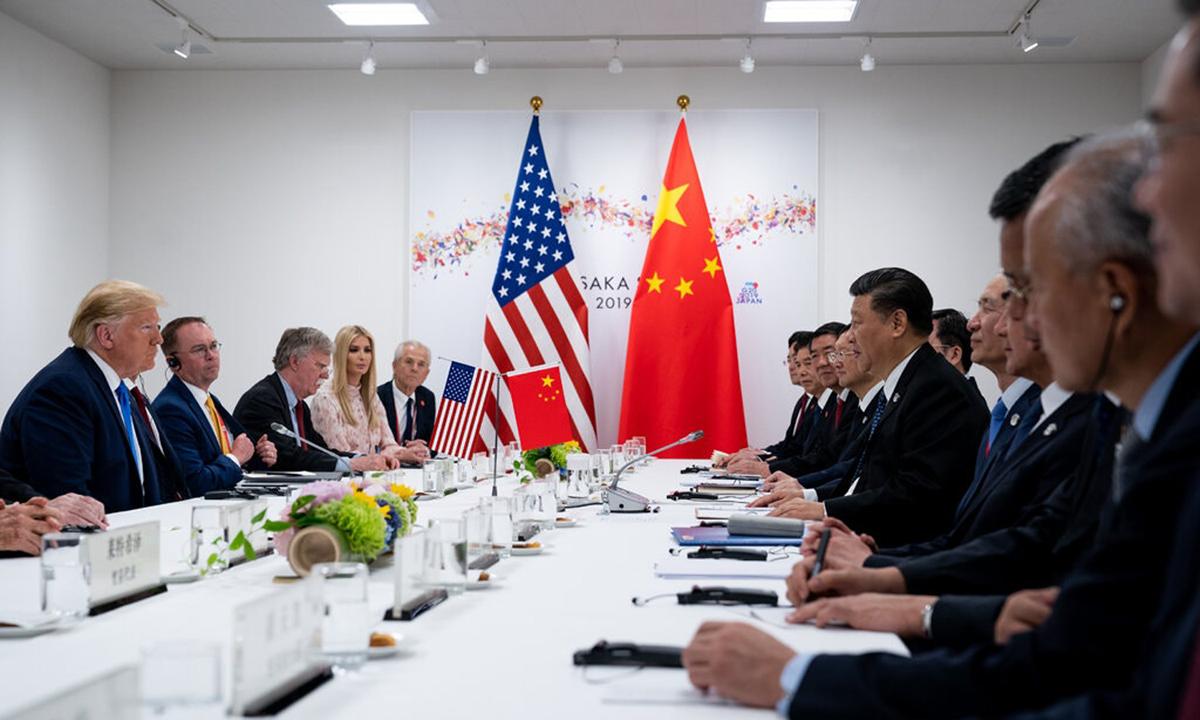 Tổng thống Donald Trump (trái) họp cùng Chủ tịch Tập Cận Bình bên lề hội nghị G20, tại Osaka, Nhật Bản, năm ngoái. Ảnh: NYTimes.