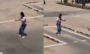 Cô gái tập lùi chuồng không cần ôtô