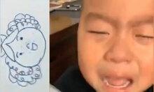 Bé trai khóc ngất vì cô giáo vẽ mẹ quá béo