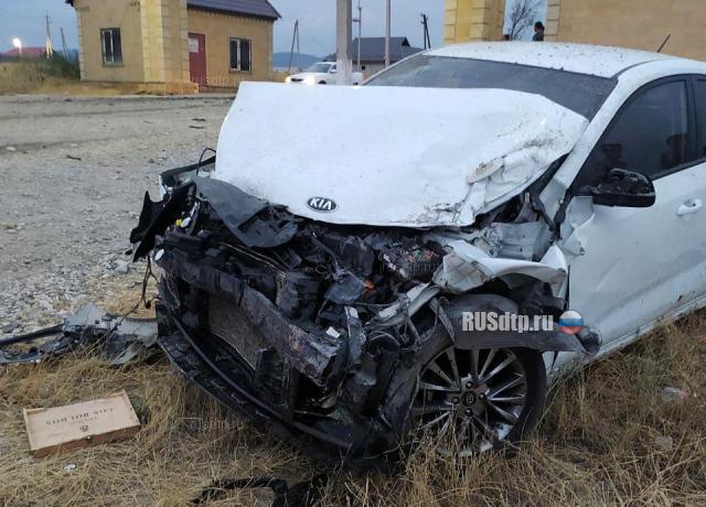 Tài xế xe Kia và một người đi cùng chết tại chỗ. Ảnh: RUSdtp