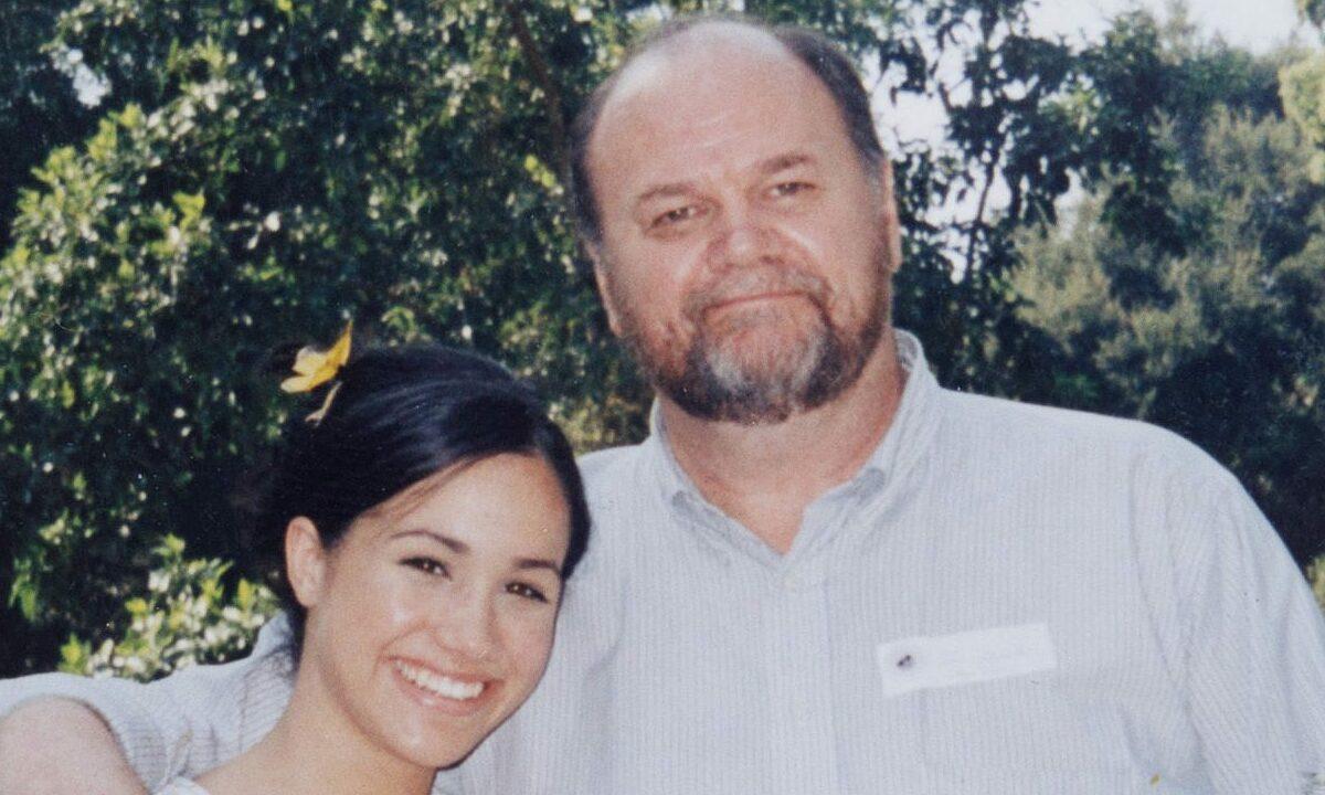 Meghan và bố, Thomas Markle, trong một bức ảnh trước khi xảy ra mâu thuẫn. Ảnh: Sun.