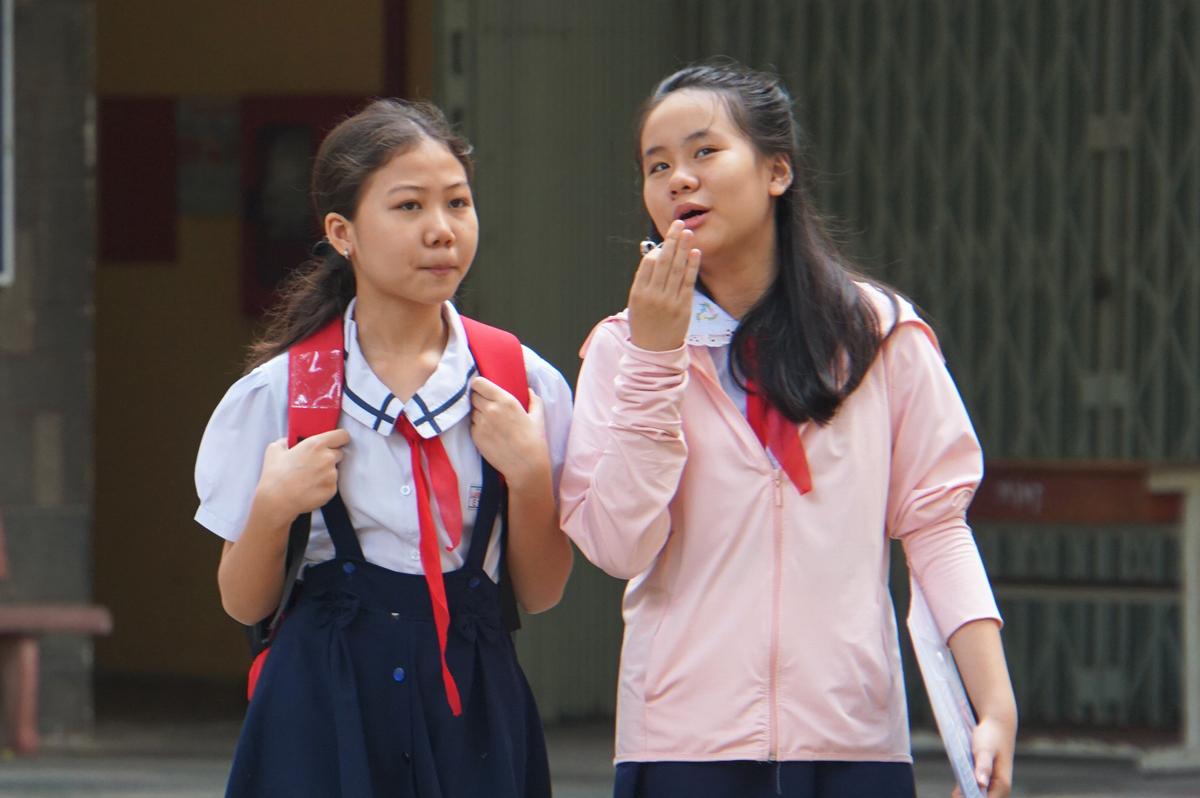 Thí sinh dự thi đánh giá năng lực bằng tiếng Anh vào lớp 6 trường THPT chuyên Trần Đại Nghĩa ngày 25/7. Ảnh: Mạnh Tùng.