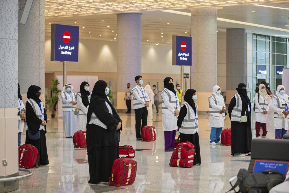 Người hành hương đến sân bay King Abdulaziz ở Jeddah, Arab Saudi hôm 25/7. Ảnh: AP