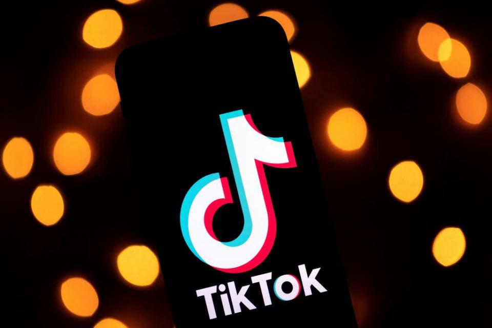 Logo TikTok trên một máy tính bảng tại Paris tháng 11/2019. Ảnh: AFP.