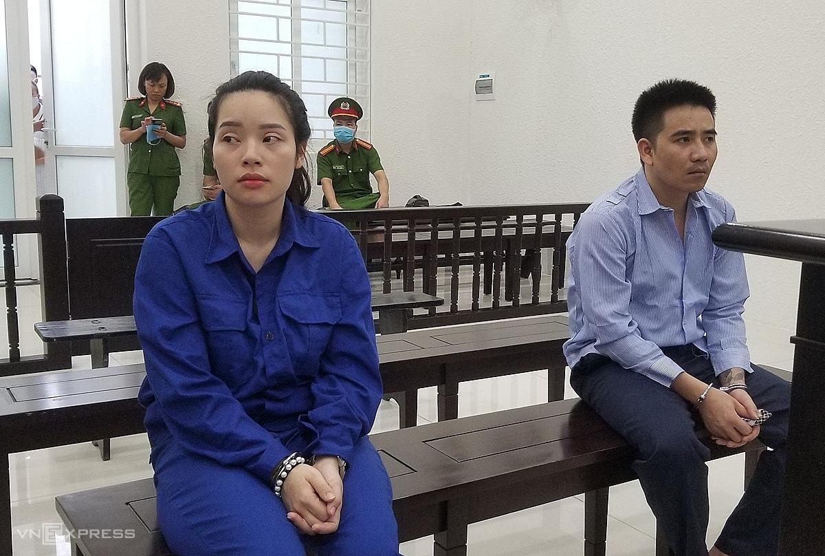 Vợ chồng Vượng và Ly tại phiên toà sáng 30/9. Ảnh: Thanh Lam
