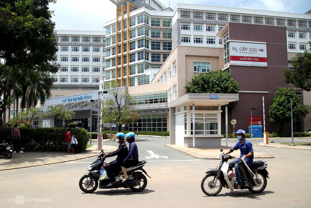 Bệnh viện Quốc tế City trưa 28/7, sau khi thông bao ngừng tiếp nhận bệnh nhân trong ba ngày. Ảnh: Đinh Văn.