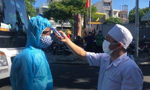 Bệnh nhân nhẹ rời BV Đà Nẵng đi cách ly