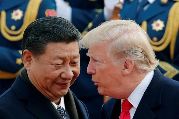 Tổng thống Mỹ Trump, phải, và Chủ tịch Trung Quốc Tập Cận Bình. Ảnh: AP.