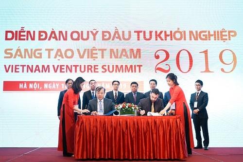 Ký kết giữa Bộ Kế hoạch và Đầu tư và quỹ ngoại trong diễn đàn quỹ đầu tư khởi nghiệp sáng tạo Việt Nam 2019.