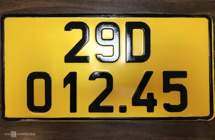 Mẫu biển màu vàng cho xe đăng ký kinh doanh từ ngày 1/8. Ảnh: Cục CSGT cung cấp