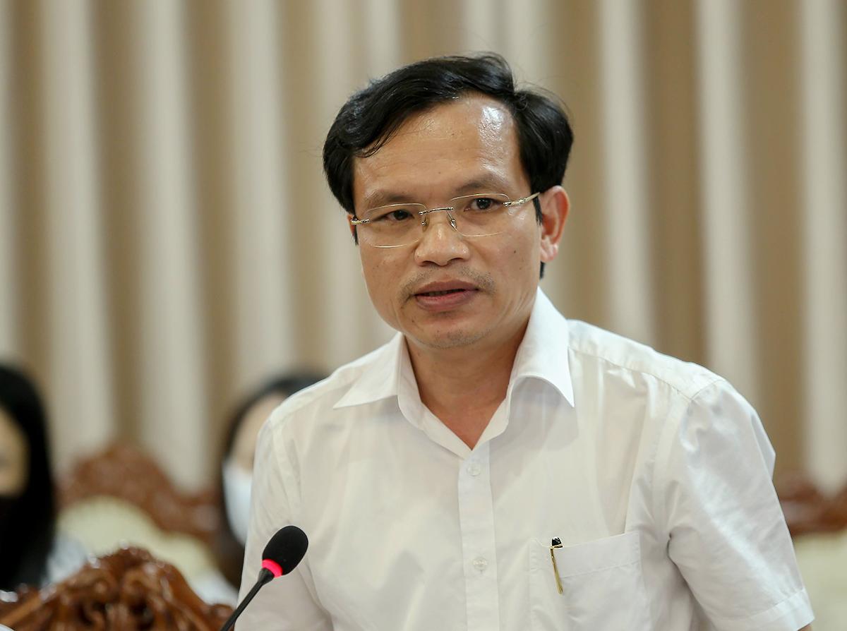 Cục trưởng Quản lý chất lượng Mai Văn Trinh tháo gỡ vướng mắc của địa phương tại cuộc họp chiều 31/7. Ảnh: MOET.
