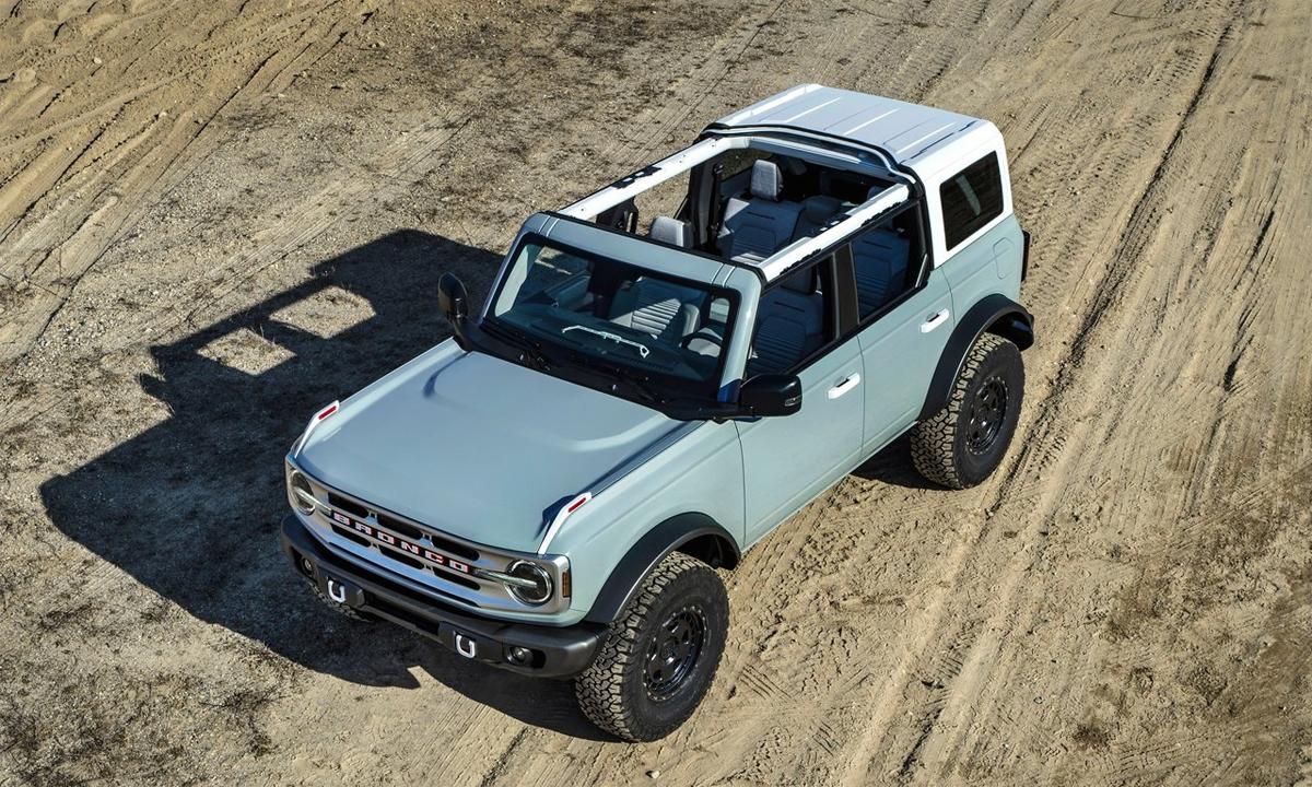 Bronco phiên bản 4 cửa. Nóc xe có thể tháo một phần hoặc toàn bộ. Ảnh: Ford