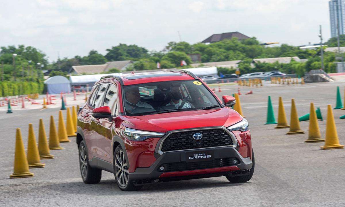 Corolla Cross trong buổi lái thử cho giới truyền thông tại Thái Lan hôm 10/7. Ảnh: Motortrivina