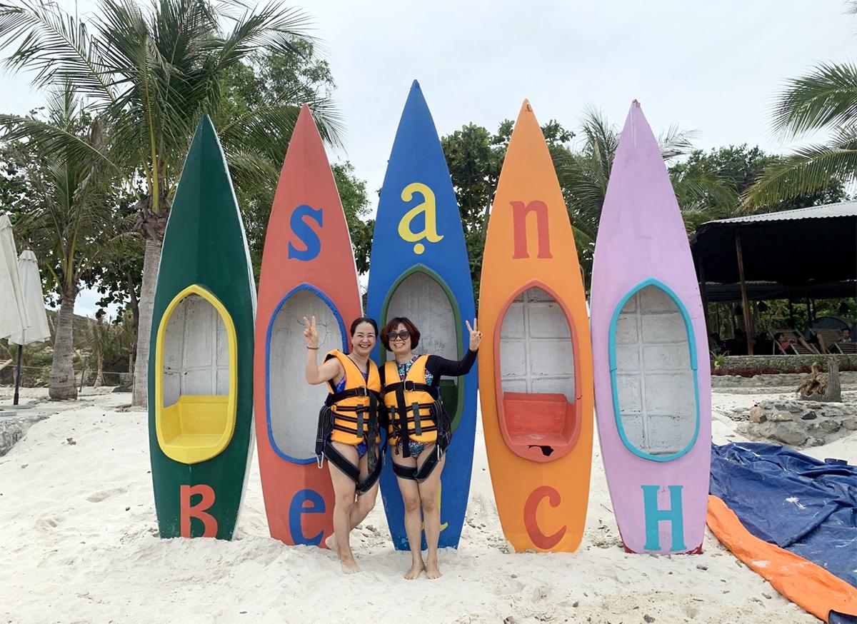 Lượng khách đến khu du lịch Hòn Sỏi, trên vịnh Nha Trang gỉam do ảnh hưởng Covid-19. Ảnh: Xuân Ngọc.