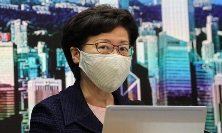 Trưởng đặc khu Hong Kong Carrie Lam trong cuộc họp báo hôm nay. Ảnh: SCMP.