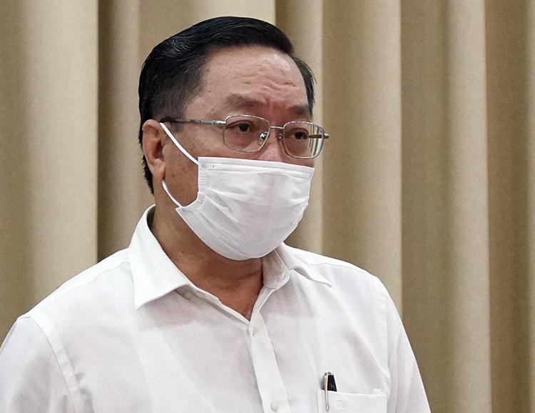 Giám đốc Sở Y tế Nguyễn Tấn Bỉnh báo cáo tại cuộc họp chiều nay. Ảnh: Trung tâm báo chí.