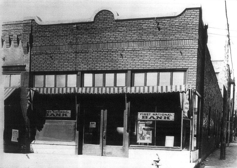 Ngân hàng Quốc gia Số 1 ở Cisco, Texas vào những năm 1920. Ảnh: Fort Worth Weekly.
