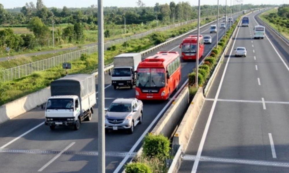 Giải mã thói quen điền vào chỗ trống trên cao tốc của tài xế Việt
