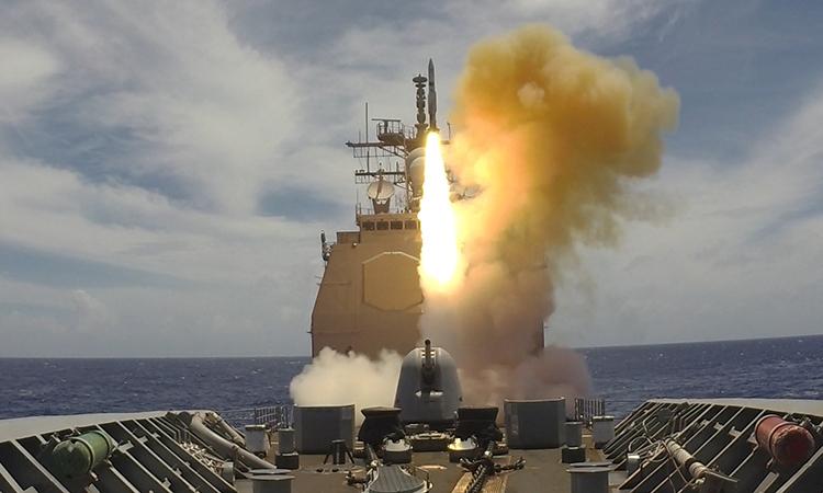 Tuần dương hạm USS Shiloh phóng tên lửa phòng không SM-2 trên Biển Philippines, ngày 19/3. Ảnh: US Navy.